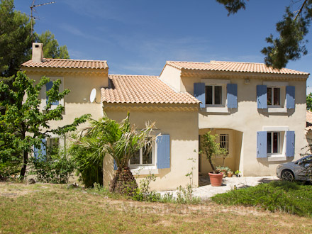 Detached villa in Saint-Mitre-les-Remparts