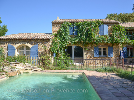 Provençal stone-built detached house in Piolenc