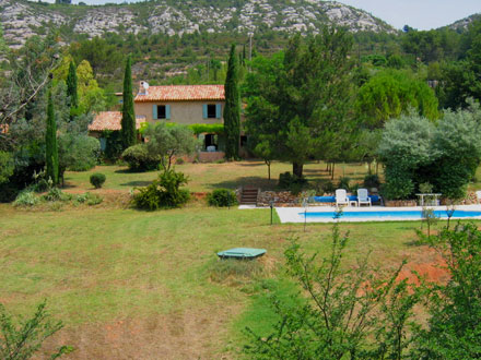 Detached villa in Beaurecueil